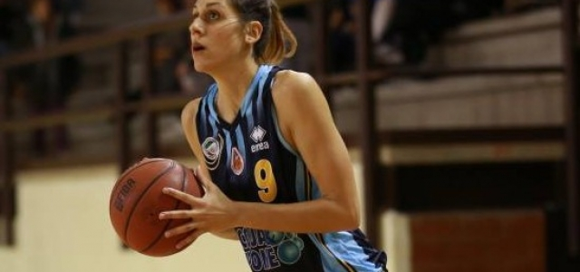 Veronica Dell'Olio in bianco-azzurro per la stagione 2016-2017